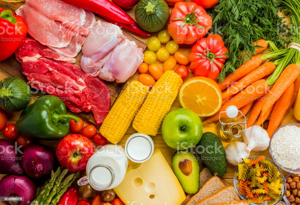 Different types of food from the food pyramid seen from above. foto stock royalty-free