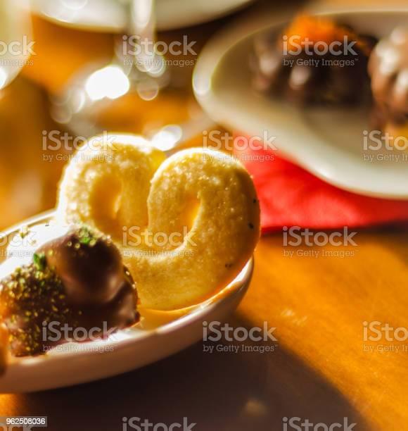 Foto de Diferentes Tipos De Biscoitos Artesanais Com Diferentes Coberturas e mais fotos de stock de Alimentação Não-saudável