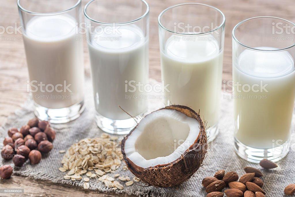Diferentes tipos de leite sem lactose - foto de acervo