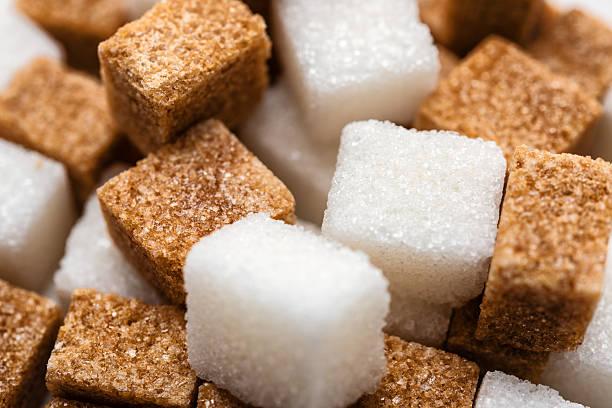 verschiedene arten von zucker - würfelzucker stock-fotos und bilder