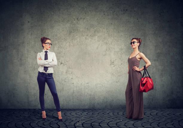 Verschiedene Frauen in formalen und modischen outfits – Foto