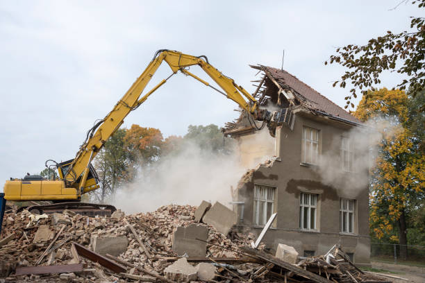 digger demolishing houses - demolido - fotografias e filmes do acervo