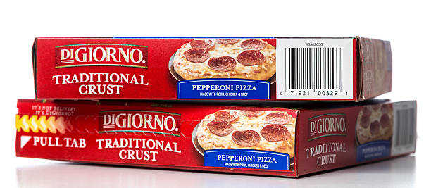 digiorno pepperoni pizza traditional crust stacked boxes - chicken bird in box stockfoto's en -beelden