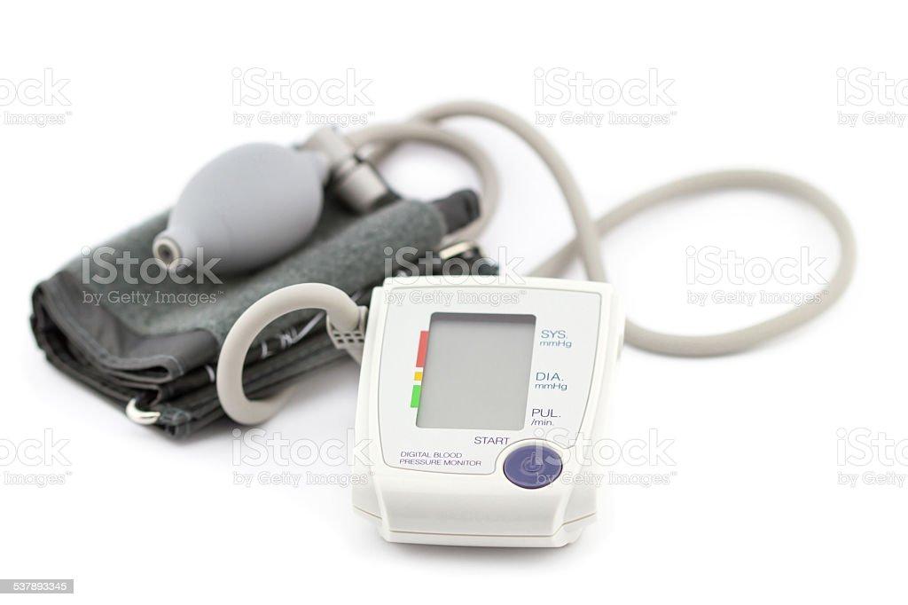 Digitale Blutdruck, isoliert auf weißem Hintergrund – Foto