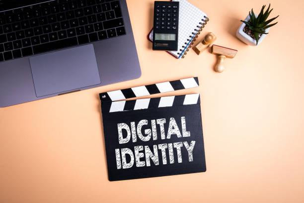 Digitale Identität. Film-Klatscher – Foto