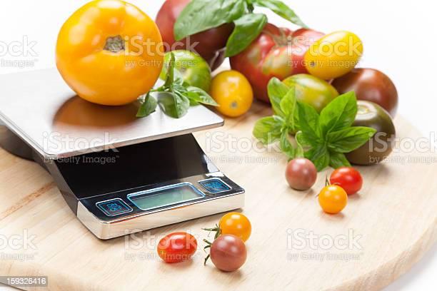 Digital Báscula De Cocina Foto de stock y más banco de imágenes de Albahaca