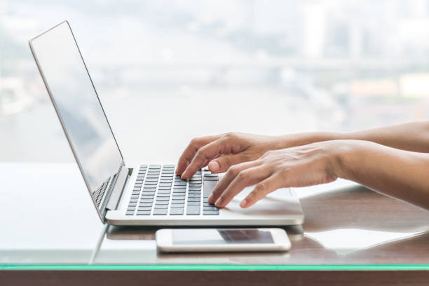 Digitalen Lifestyle Blog Schriftsteller oder Geschäft Person mit intelligenten Gerät arbeitet an Internet-Kommunikations-Technologie – Foto