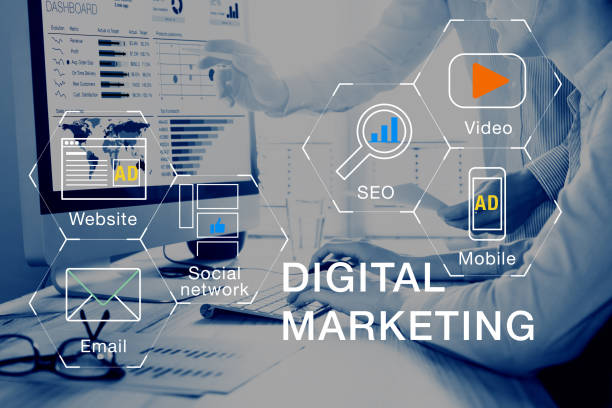 digital marketing medien (website, e-mail, video), team-analyse ppc roi - suchmaschine stock-fotos und bilder