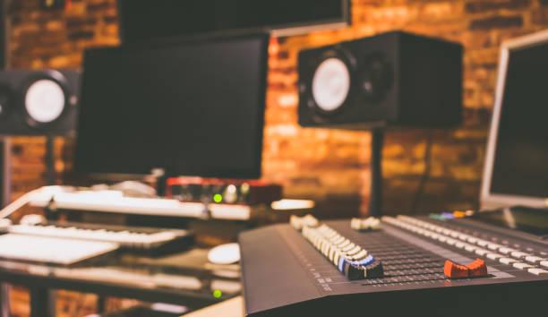 digitale aufzeichnung, übertragung, bearbeitung & post-produktions-studio, hintergrundmusik - postproduktion stock-fotos und bilder