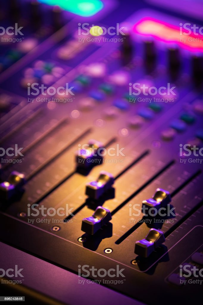 Digital sound mixing console