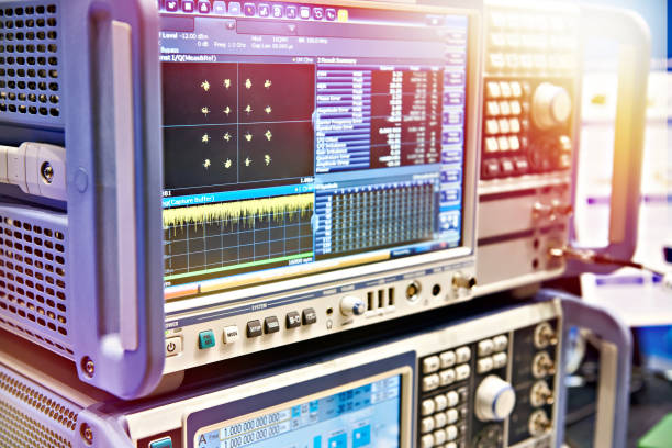 digital spectrum analyzer and signal generator - instrument of measurement stock pictures, royalty-free photos & images