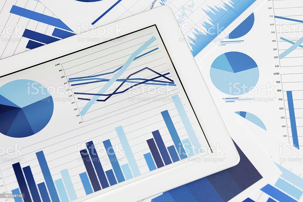 tablet PC und business-Grafiken – Foto