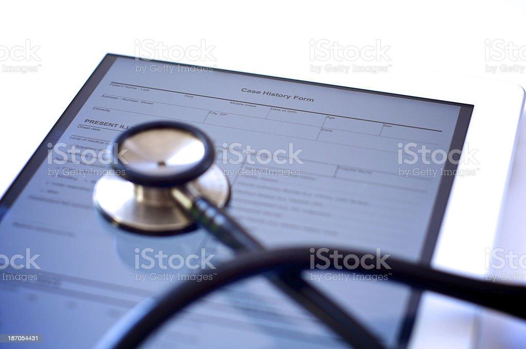 Digitale Tablet mit medizinischen Untersuchung Formular – Foto