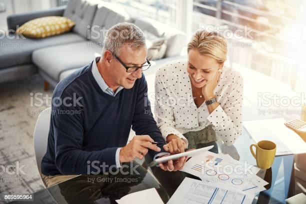 Digitizing The Budgeting Process - Fotografias de stock e mais imagens de Adulto