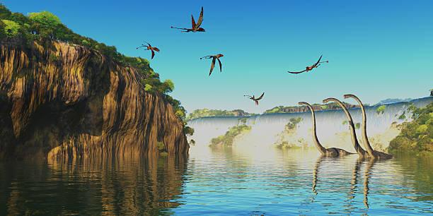 dimorphodon und omeisaurus dinosaurier - dinosaurier illustration stock-fotos und bilder