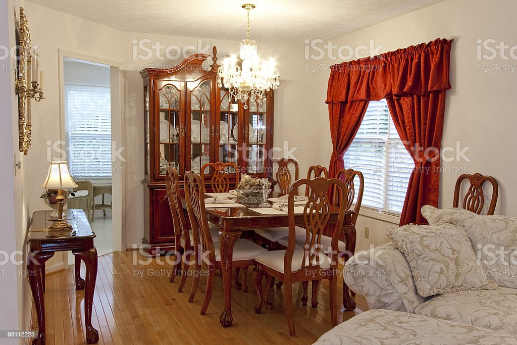 Dining Room view with accents of red holiday decor - Royalty-free Akşam yemeği yemek Stok görsel