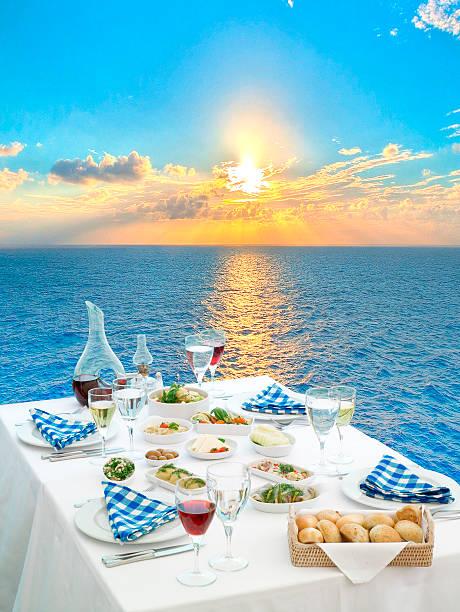 dining esstisch - griechische partyspeisen stock-fotos und bilder