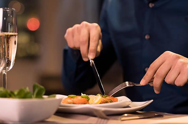 dinner at restaurant - bordsskick bildbanksfoton och bilder