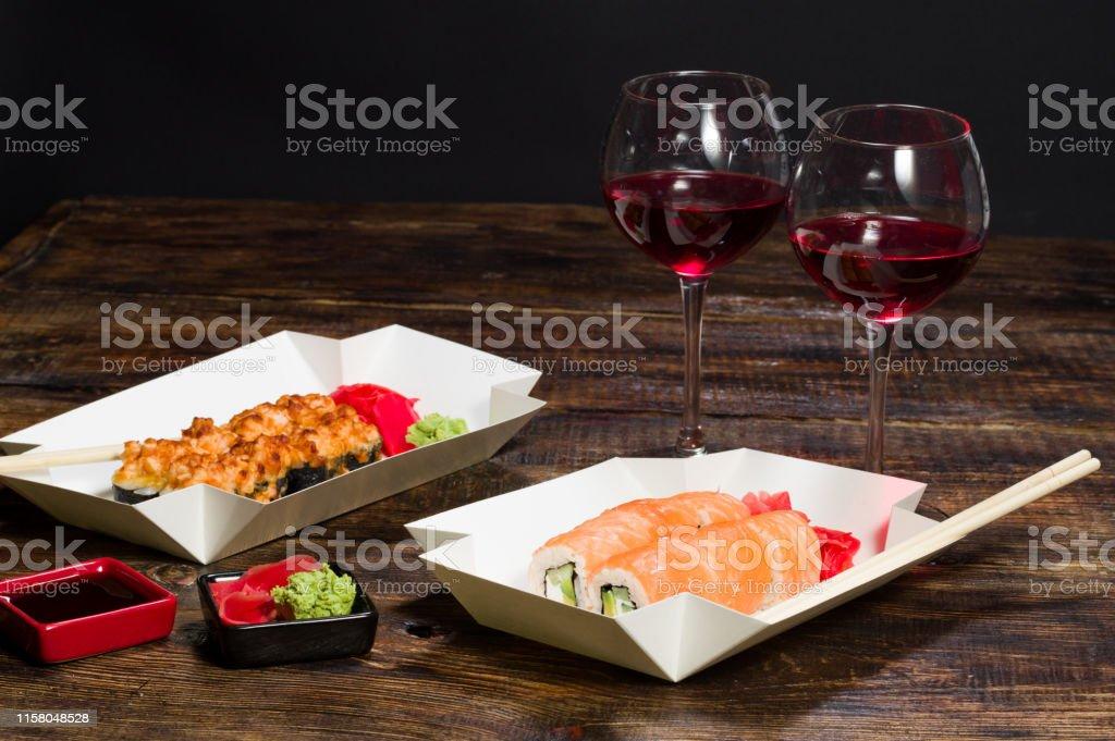 Cena para dos. Una mesa para dos personas. - Foto de stock de Alimento libre de derechos