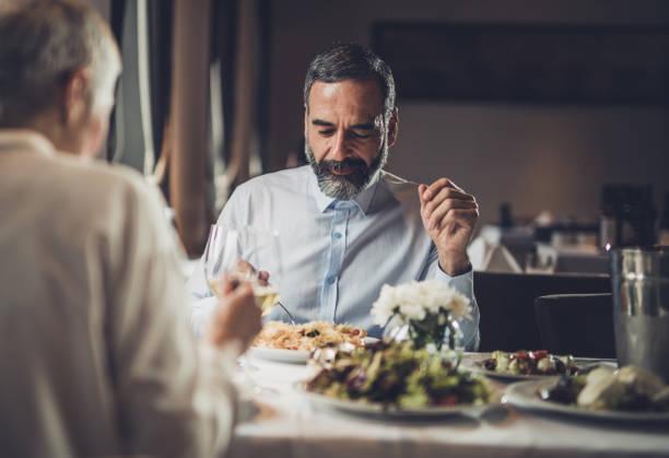 middag på en restaurang! - bordsskick bildbanksfoton och bilder