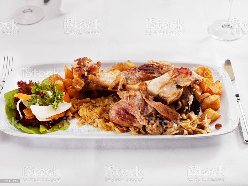 Abendessen-Schweinshaxe mit sour cabbage – Foto