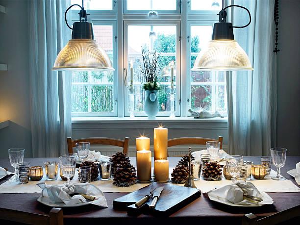 abendessen tisch - weihnachten haus dekoration stock-fotos und bilder
