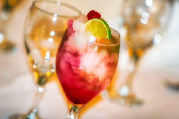 Esstisch mit cocktail – Foto