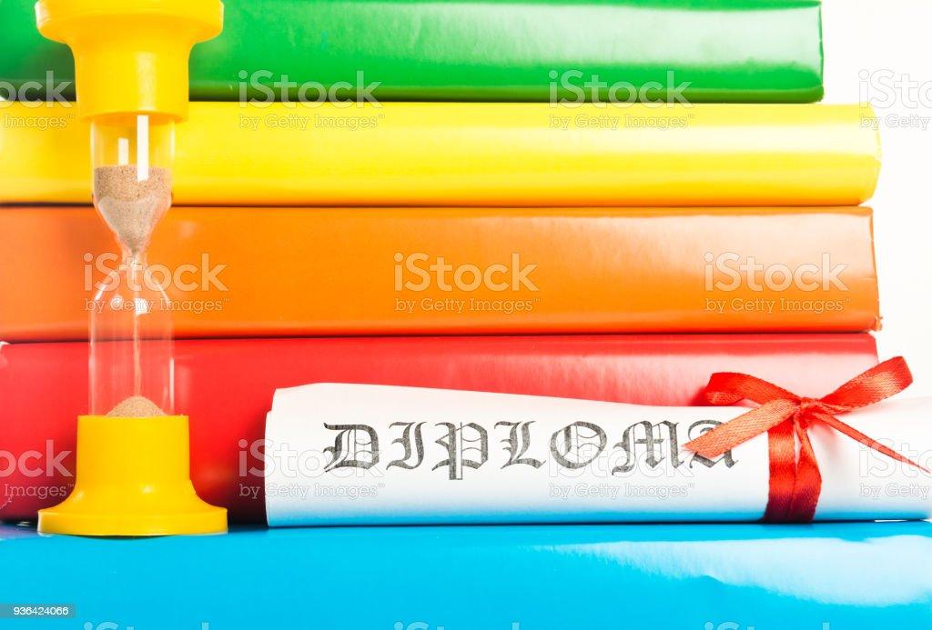 Diplôme, de livres et de sablier - Photo
