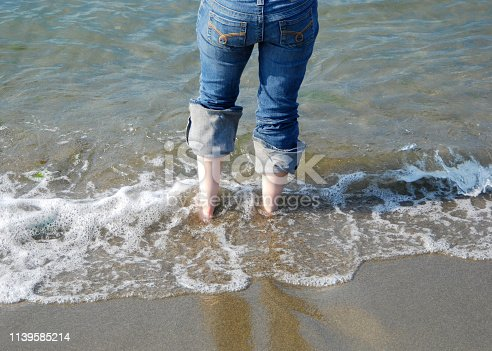 522909925 istock photo Dipping Feet into the Ocean 1139585214