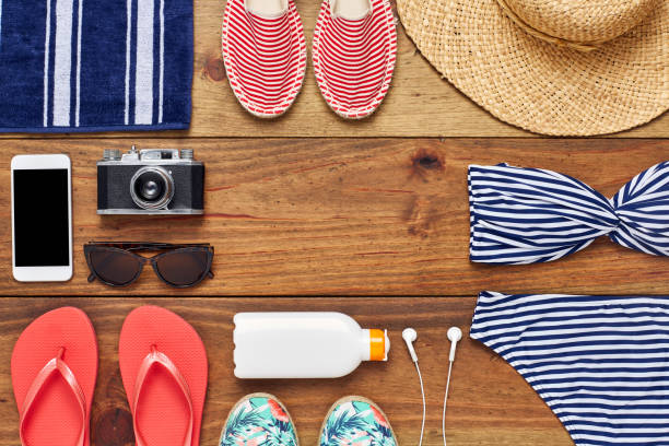 directly above shot of travel and beach accessories flat lay - 비치 타월 뉴스 사진 이미지
