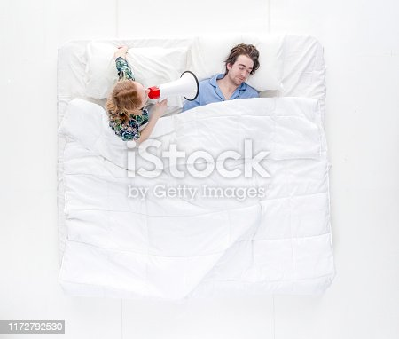 504371332 istock photo Directly above view / full length / two people of 20-29 years old adult handsome people caucasian female / male / young men / young women friendship / boyfriend / girlfriend / couple - relationship / dating / husband / wife / married in the bedroom 1172792530