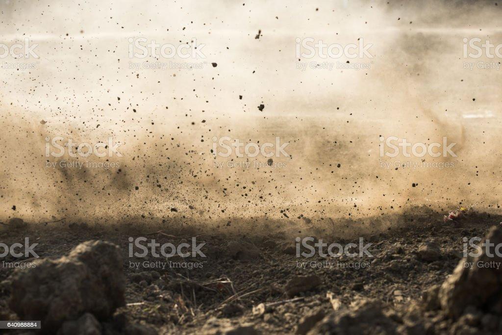 mosca de suciedad después de rugir por motocross - foto de stock