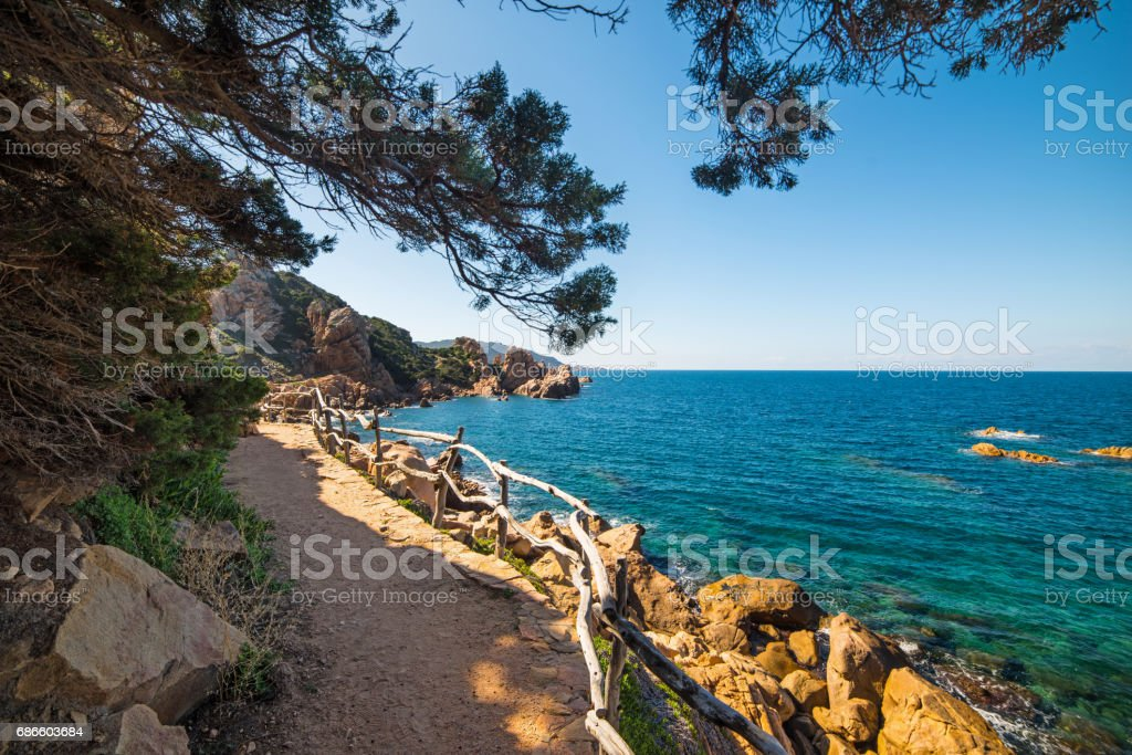 Dirt path by the sea royalty-free stock photo
