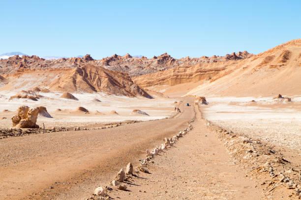 土路透視視圖, 智利 - 阿爾蒂普拉諾山脈 個照片及圖片檔