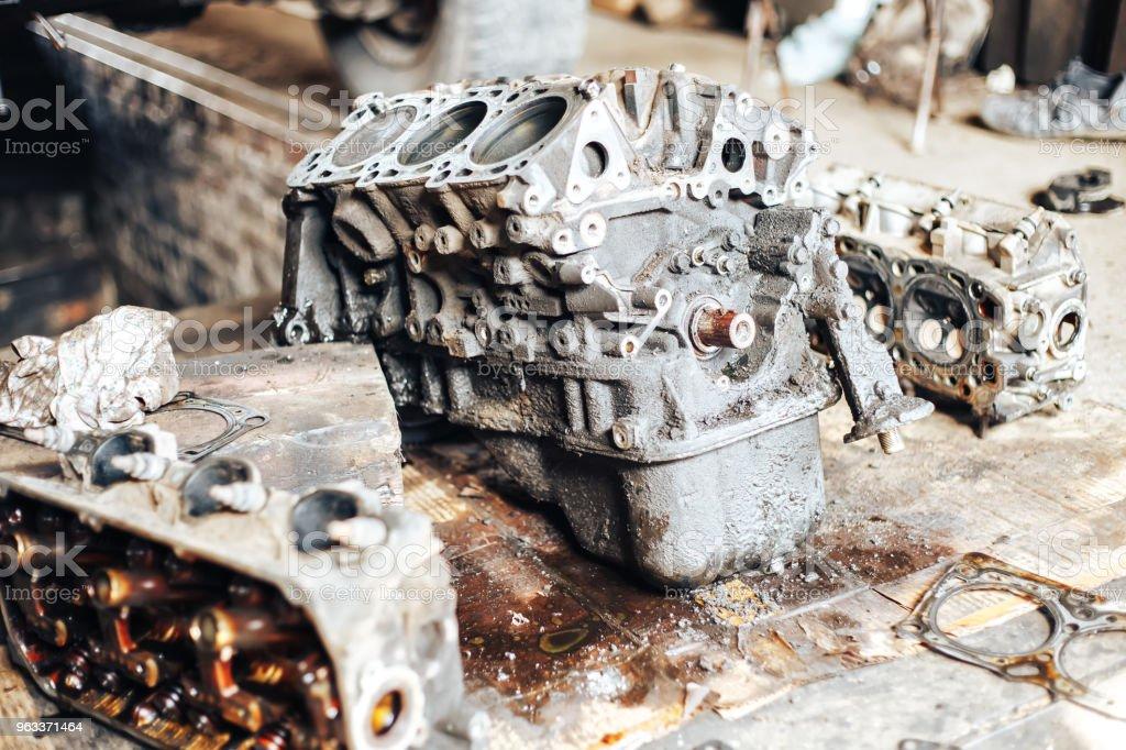 dirty auto engine in garage - Zbiór zdjęć royalty-free (Abstrakcja)