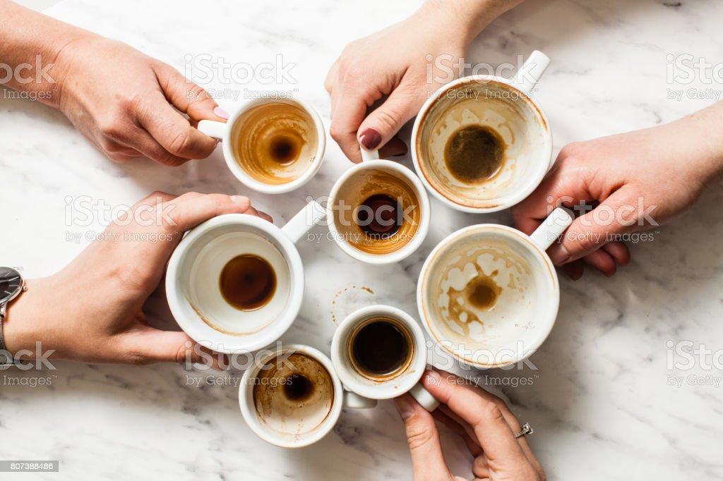 Schmutzige Tassen Kaffee afterparty – Foto