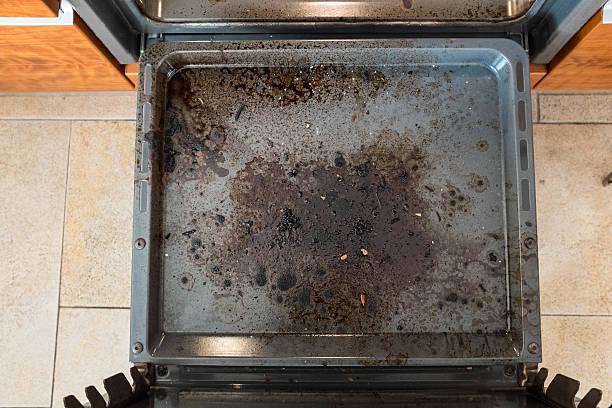 sujo cozinha forno a partir de cima - burned oven imagens e fotografias de stock