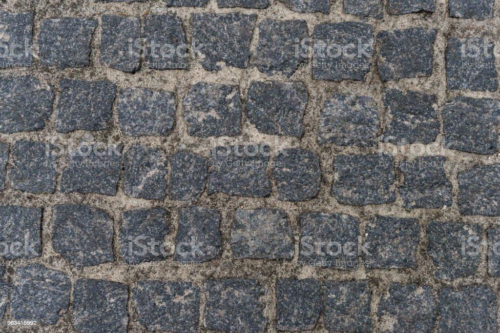 Dirty pebble stones road surface - Zbiór zdjęć royalty-free (Bez ludzi)
