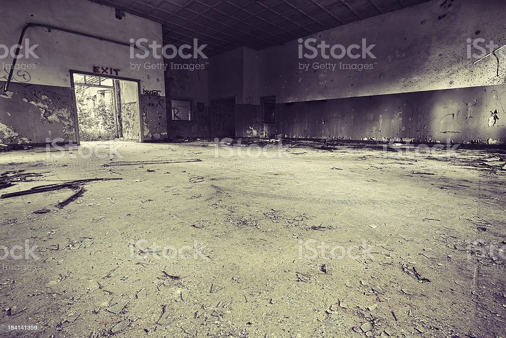 \'Dirty room in a grungy style, wide angle lens, manipulation: hdr,...