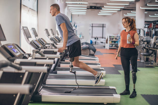 disability man on treadmill - runner rehab gym foto e immagini stock