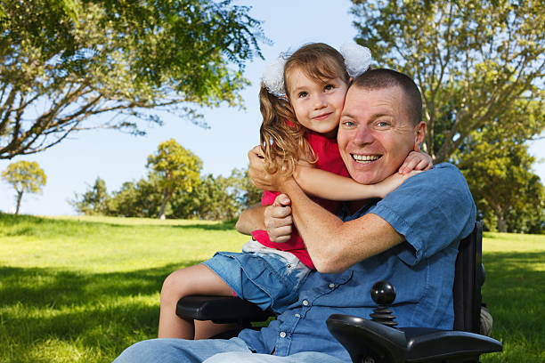 Barrierefreie Vater mit Tochter spielen – Foto