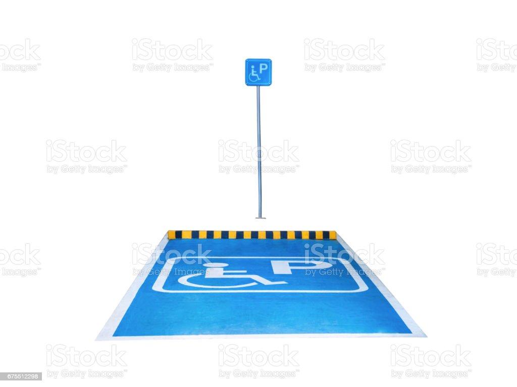 Stationnement handicapé, isolé sur fond blanc avec un tracé de détourage. photo libre de droits