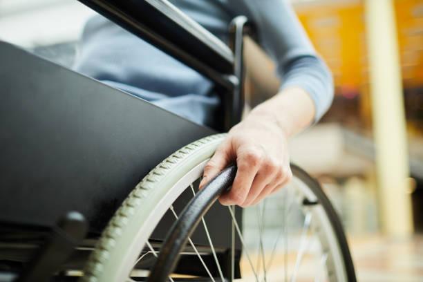 paciente discapacitado en wheelcair - wheelchair fotografías e imágenes de stock
