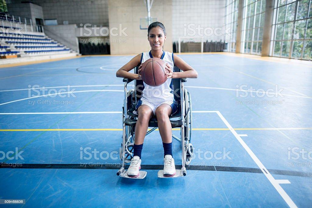 Disabled woman playing basket - foto de acervo