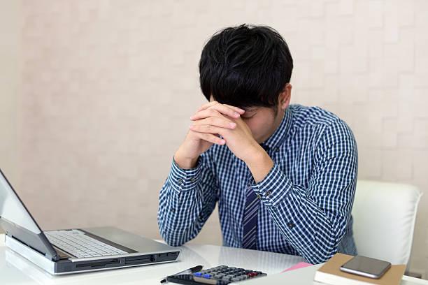 がっかりアジアのビジネスマン - 悩む ストックフォトと画像