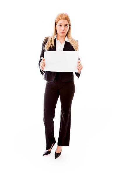 traurig geschäftsfrau hält eine leere plakat - schlechte laune sprüche stock-fotos und bilder