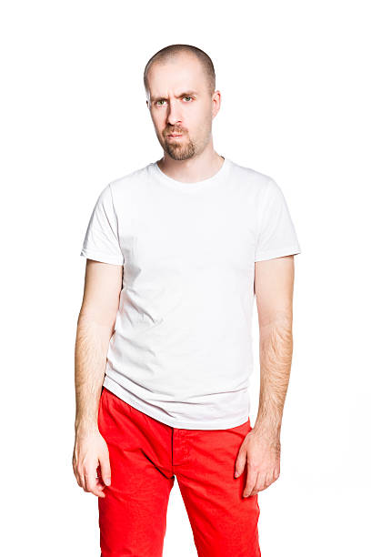 Enttäuscht gut aussehender Mann im weißen t-shirt Isoliert – Foto