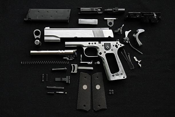 Disassembled handgun - foto de stock