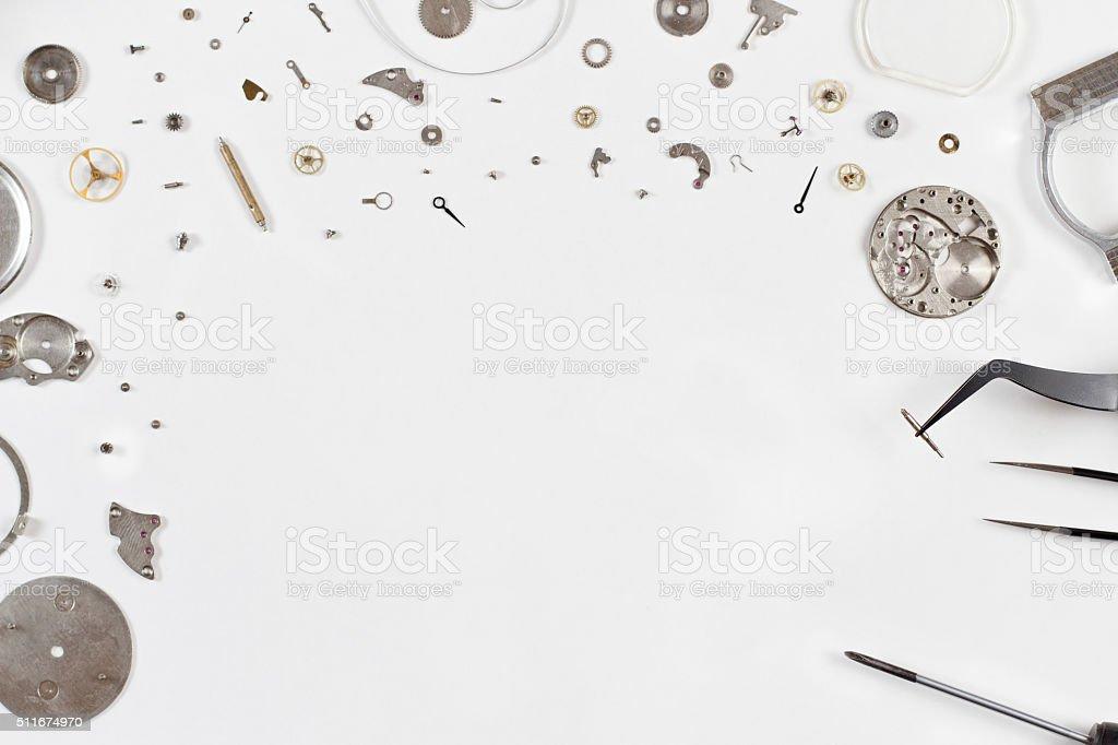 разбирать часы на светлом фоне стоковое фото