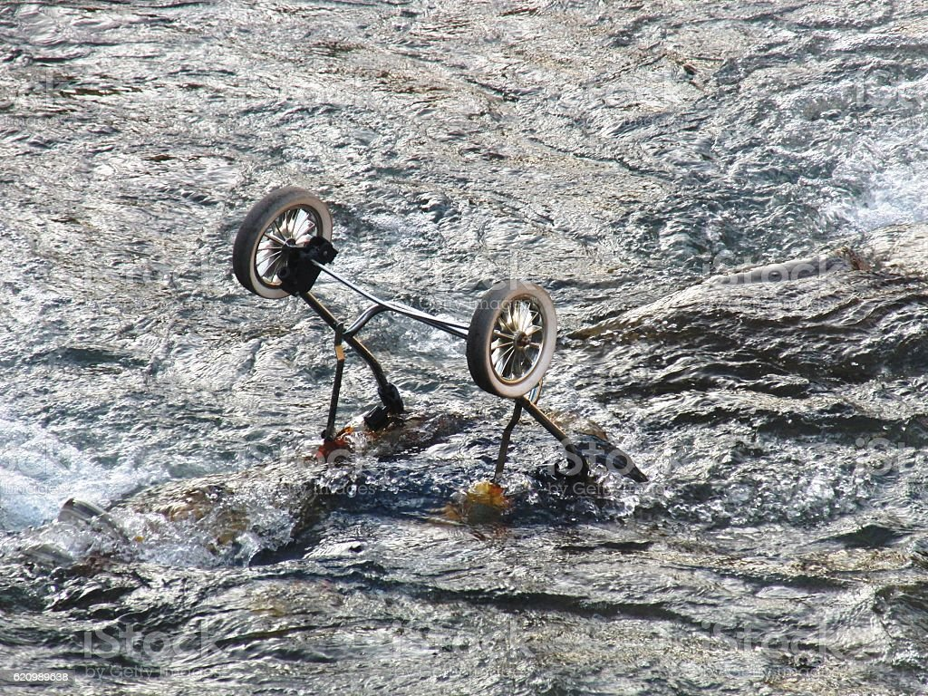 Discarded Buggy in River foto royalty-free